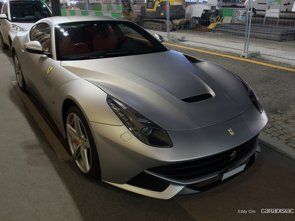 Photos du jour : Ferrari F12