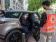 Land Rover apporte son soutien à la Croix-Rouge en prêtant des Evoque