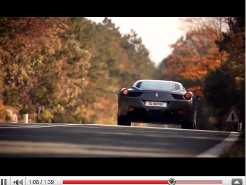 [vidéo] quand une Ferrari 458 Italia souffle dans du Akrapovic