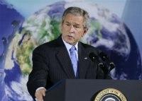 George W. Bush : entre le pétrole et les énergies propres, son coeur balance...