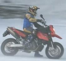 Une 990 KTM sur la glace, essayée par Sylvain Dabert, champion du Pilot Bike 2009-2010