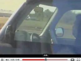 Vidéo : Peut-on conduire, lire, et téléphoner en même temps ?