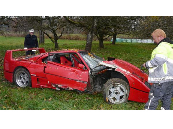 crash un allemand de 80 ans d truit sa ferrari f40. Black Bedroom Furniture Sets. Home Design Ideas