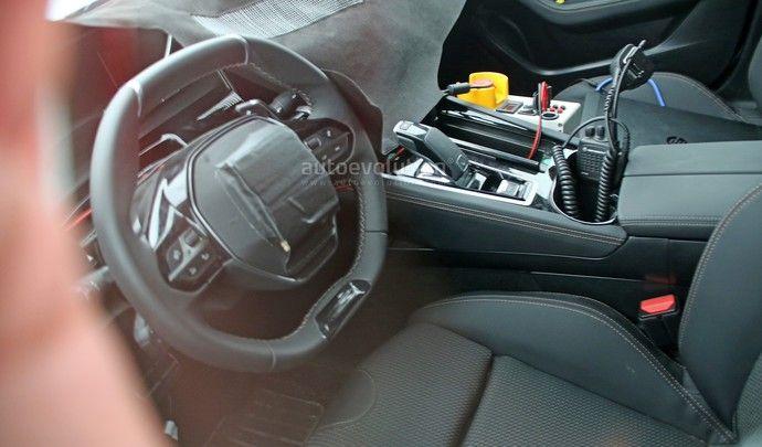 Surprise : la nouvelle Peugeot 508 montre son intérieur