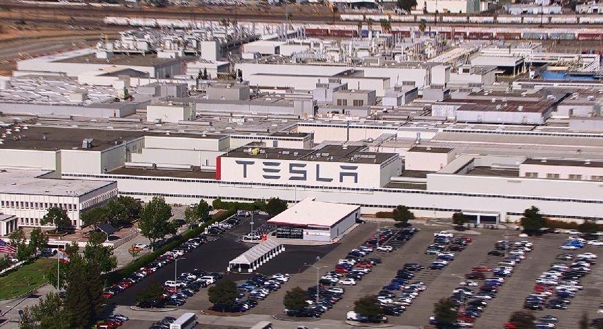 """Défis """"image"""" classiques 153 à ... - (Septembre 2017/en cours) - Page 42 S8-Tesla-ferme-son-usine-pour-la-moderniser-96240"""