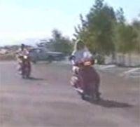 Vidéo moto : la blonde en puissance