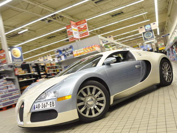 Insolite : une Bugatti Veyron chez ... ou plutôt dans Cora