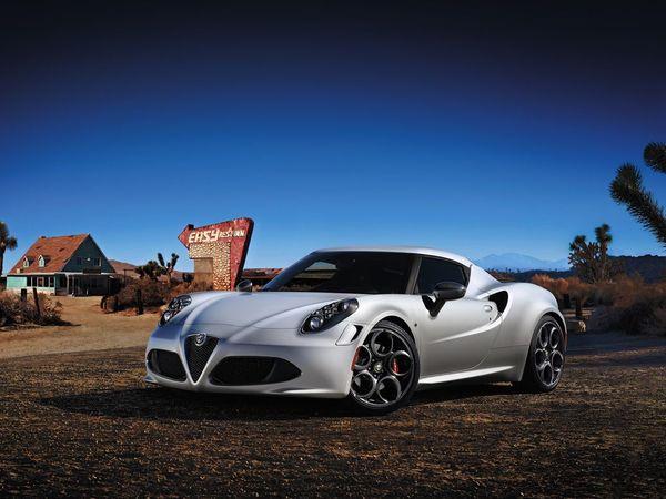 (Minuit chicanes) L'Alfa Romeo 4C est-elle une supercar... compacte?