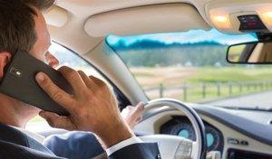 Téléphone au volant: attention à la suspension du permis de conduire