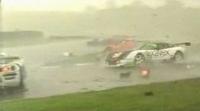 [Vidéo]: Le plus gros carnage jamais vu sur circuit !
