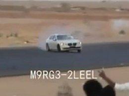 [Vidéo] Drift sauvage à Dubaï, les pneus de la BMW Serie 7 n'en peuvent plus