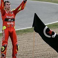 250: France D.3: Lorenzo plante un nouveau drapeau.