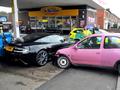 Aston Martin DBS vs Opel Corsa tuning : double KO
