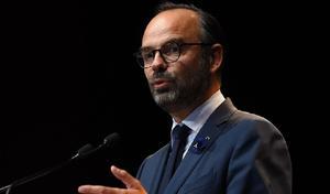 """Hausse des taxes sur le carburant: pour Édouard Philippe, """"il n'y a pas le choix"""""""