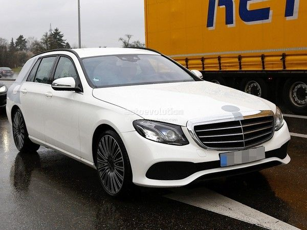 Scoop : le break Mercedes Classe E en balade