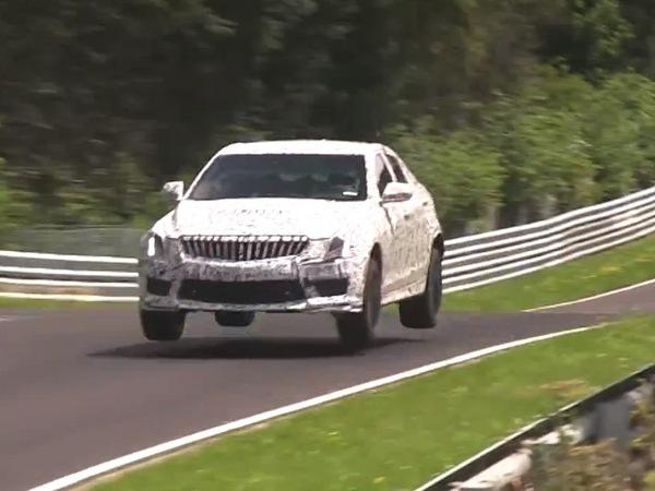 Surprise : la Cadillac ATS-V saute sur le Nürburgring