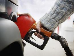 Les prix du carburant baissent pour la première fois en 2013