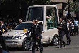 En quoi roule le futur Pape ?