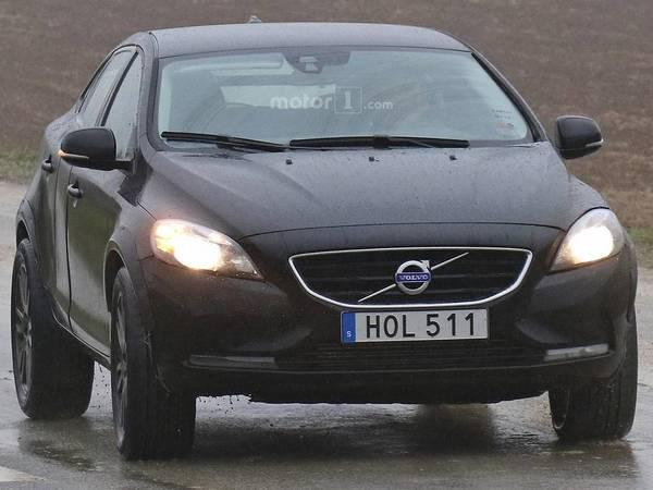 Scoop : le prototype du Volvo XC40 se promène
