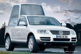 L'affiche du match pour la future   papamobile est désormais connue :   Volkswagen Touareg VS Mercedes ML
