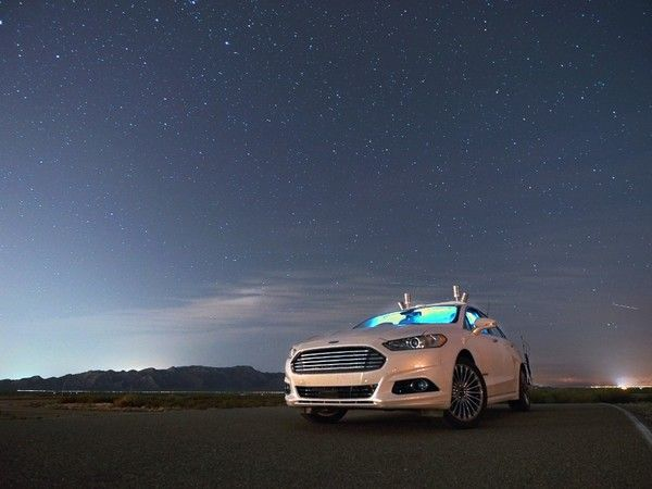 Ford : la voiture autonome testée sans phares et en pleine nuit