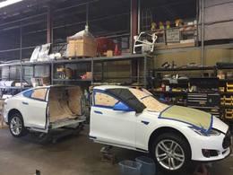 Insolite : une Tesla Model S limousine