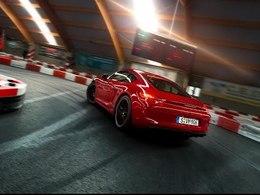 Mais que fait une Porsche Cayman GTS sur une piste de karting ?