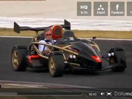Jeremy Clarkson essaye l'Ariel Atom V8 (et son visage s'en souviendra)
