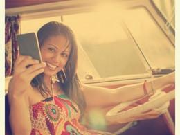 Sécurité routière: Ford prévient que les jeunes aiment les selfies au volant