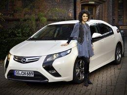La chanteuse Katie Melua, nouvelle ambassadrice de l'Opel Ampera électrique
