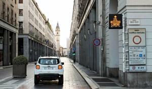"""Le groupe Fiat veut """"forcer"""" ses hybrides rechargeables à passer en électrique en ville"""