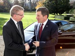 Des Chevrolet Volt pour l'ambassade des Etats-Unis en France