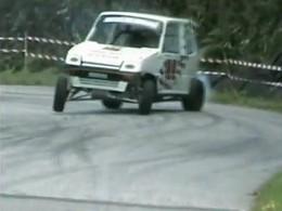 Drift extrême : Une voiturette sans permis survitaminée en course de cote