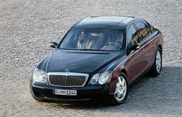 Elizabeth Taylor s'offre une Mercedes Maybach