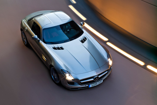 Mercedes SLS AMG : le plein de photos HD