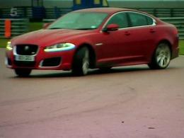 Fifth Gear : apprendre à drifter en Jaguar XF-R avec Vicki Butler-Henderson