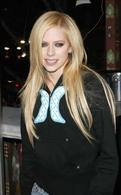 Mariage tout en blanc pour Avril Lavigne, des roses à la Rolls Royce