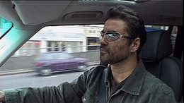 George Michael bloque un carrefour de Londres