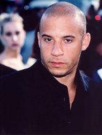 Vin Diesel reçoit 185 chaînes de télé dans sa bagnole