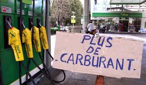 Les gilets jaunes bloquent des dépôts de carburant: vers une pénurie d'essence?
