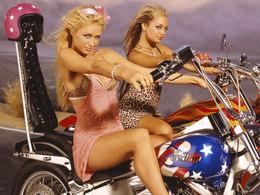 """Paris Hilton met en pratique le """"roulez bourrée"""""""