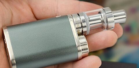 Sa voiture r duite en cendre par une cigarette lectronique - Porte cigarette electronique voiture ...