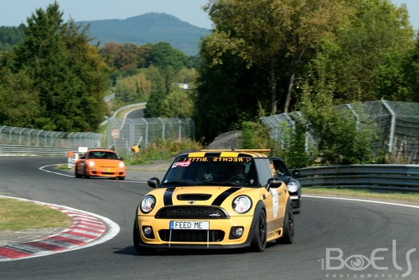 Une journée ordinaire au Nürburgring (30 photos)