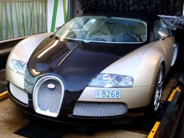 bloquez un lavage automatique allez y en bugatti veyron. Black Bedroom Furniture Sets. Home Design Ideas