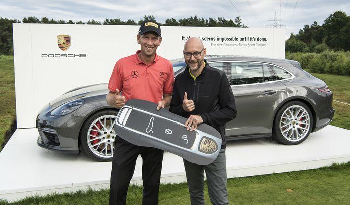 Il gagne une Porsche Panamera Sport Turismo au golf
