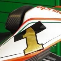 Superbike - Aprilia: Max Biaggi adopte le numéro un