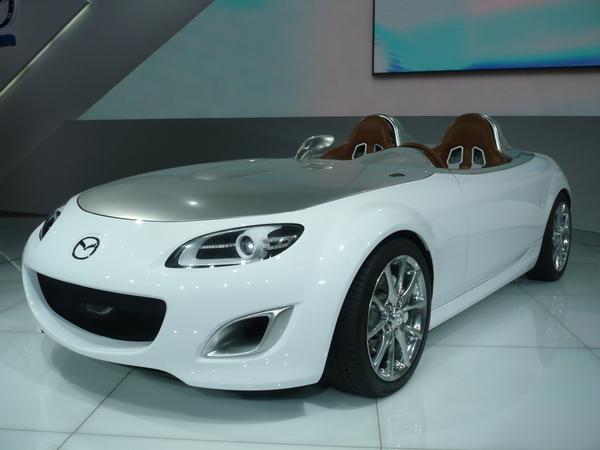 En direct de Francfort : Mazda MX5 Version Superlight, une mini SLR Stirling Moss