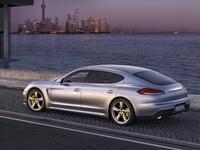 (Minuit chicanes) La longue queue de la Porsche Panamera