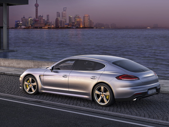 (Minuit chicanes) La longue queue de la Porsche Panamera