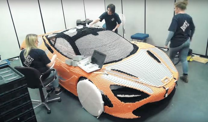 Une McLaren 720S construite avec 280 000 briques Lego
